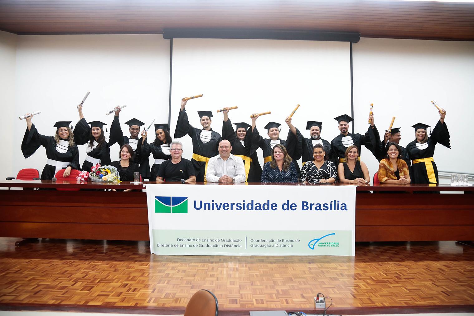 Governo do Estado realiza formatura de alunos do Sistema Universidade Aberta