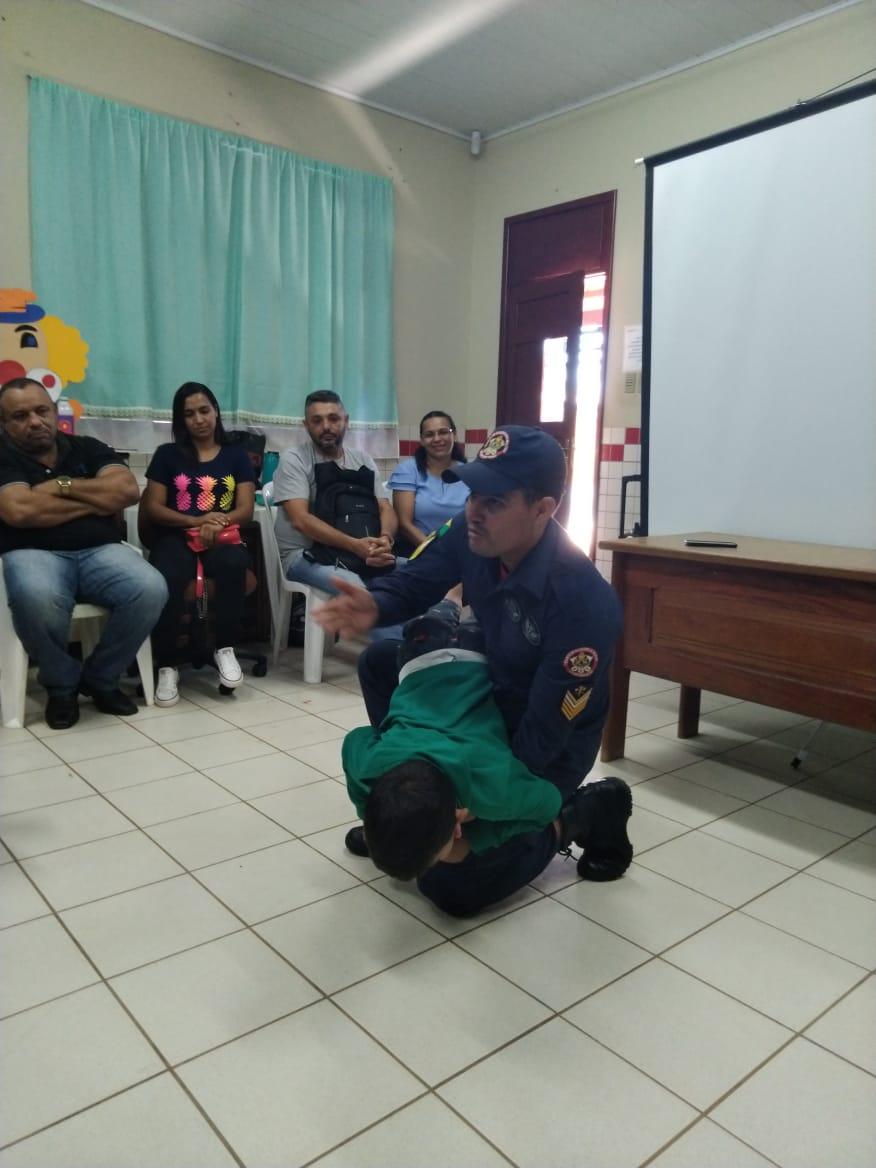 Mais de 900 educadores são capacitados pelo Corpo de Bombeiros com instrução de primeiros socorros