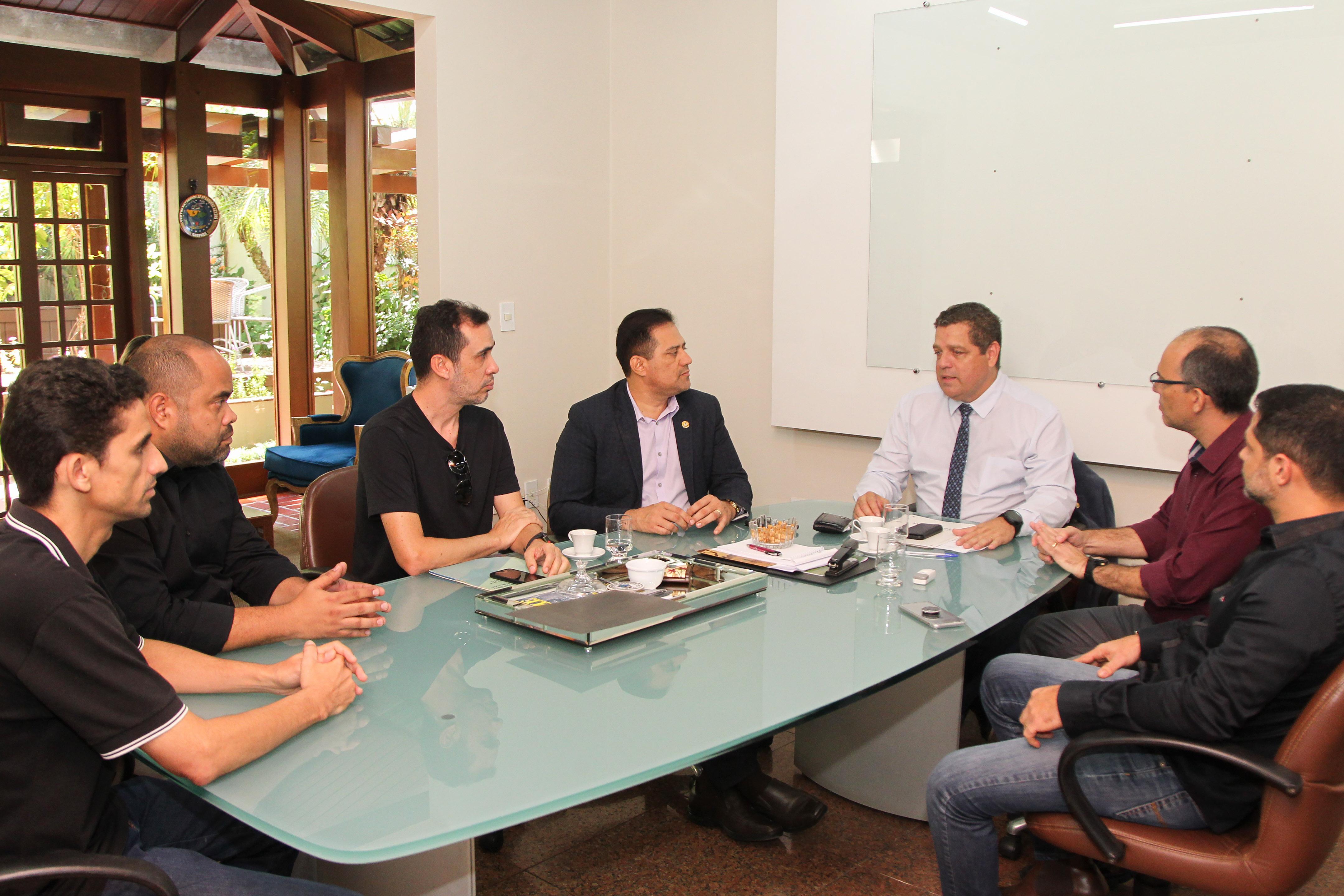 Major Rocha recebe gestores públicos e garante o andamento de reivindicações junto ao governo