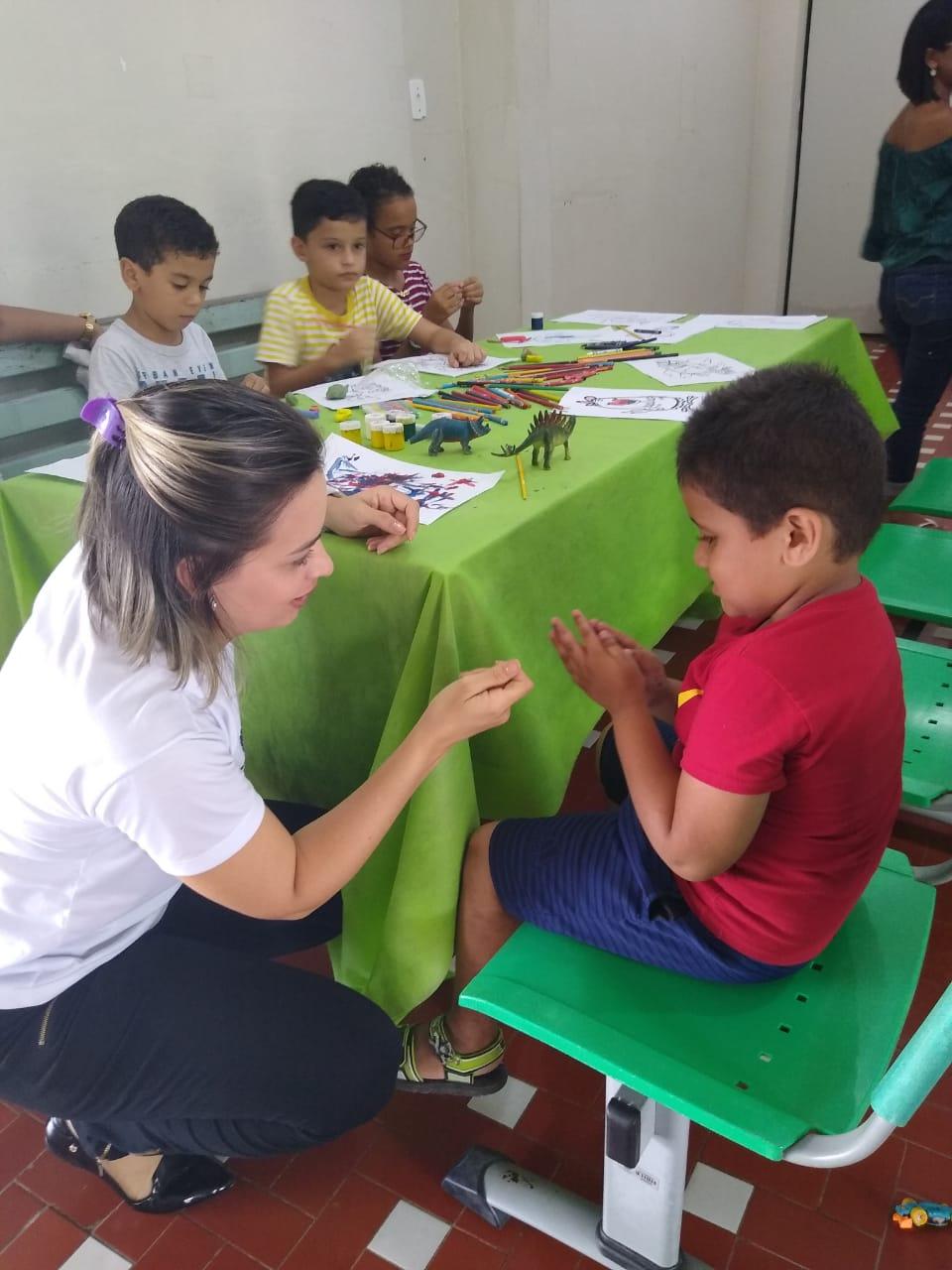 Neuropediatra atende crianças no Hospital de Dermatologia do Juruá