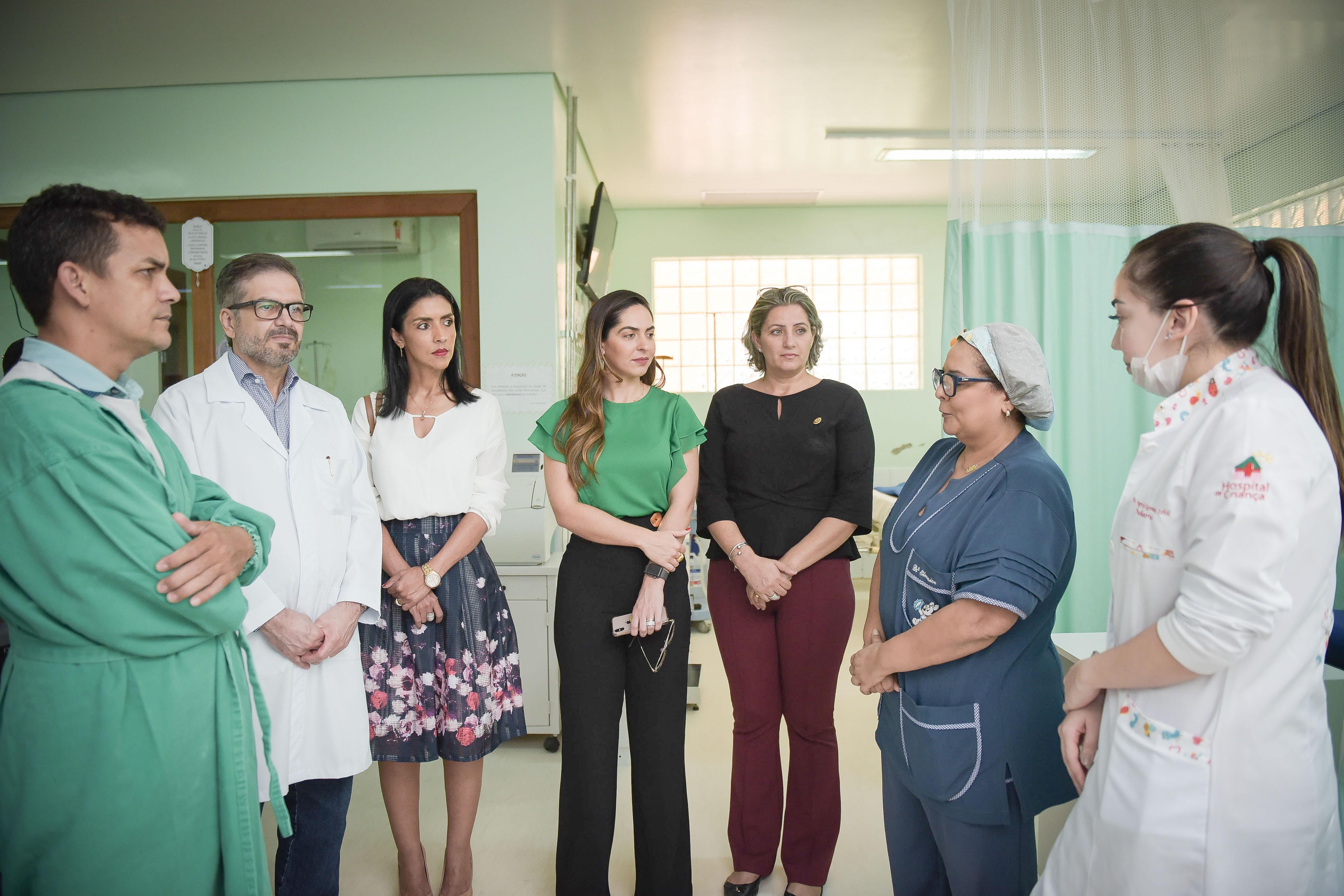 Primeira-dama e secretária de Assistência Social visitam Hospital da Criança