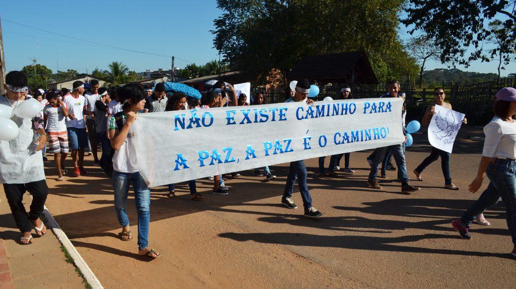 Educação realiza caminhadas pela paz