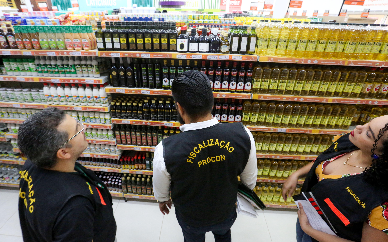 Governo permite abertura de supermercados nos fins de semana e amplia período do Toque de Restrição