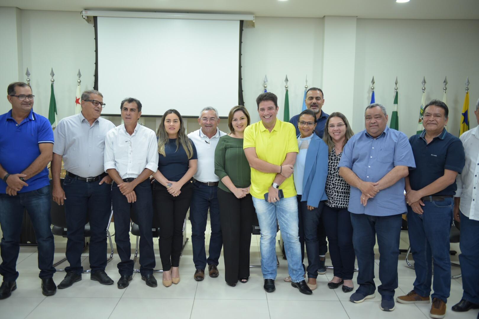 Gladson debate repartição de ICMS com 16 prefeitos acreanos