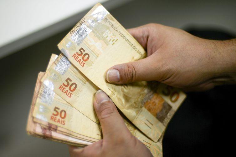 Governo investe mais de R$ 270 milhões com pagamento dos servidores