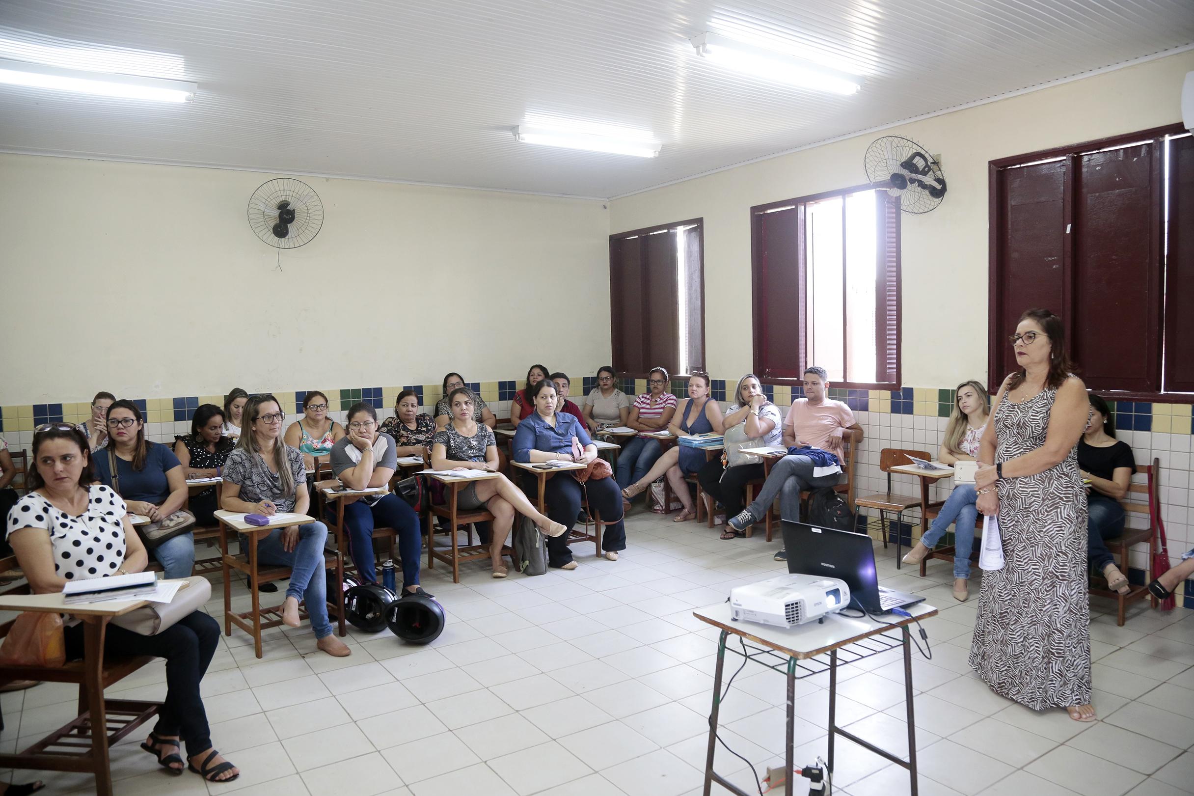 Professores da EJA e programas especiais participam de formação em Rio Branco