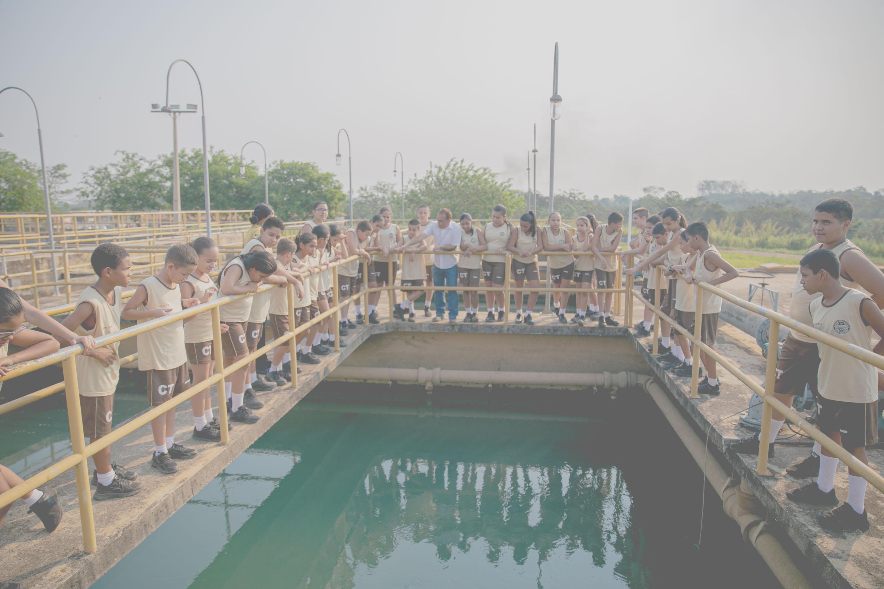 Alunos do Colégio Tiradentes visitam estação de tratamento de água em Rio Branco