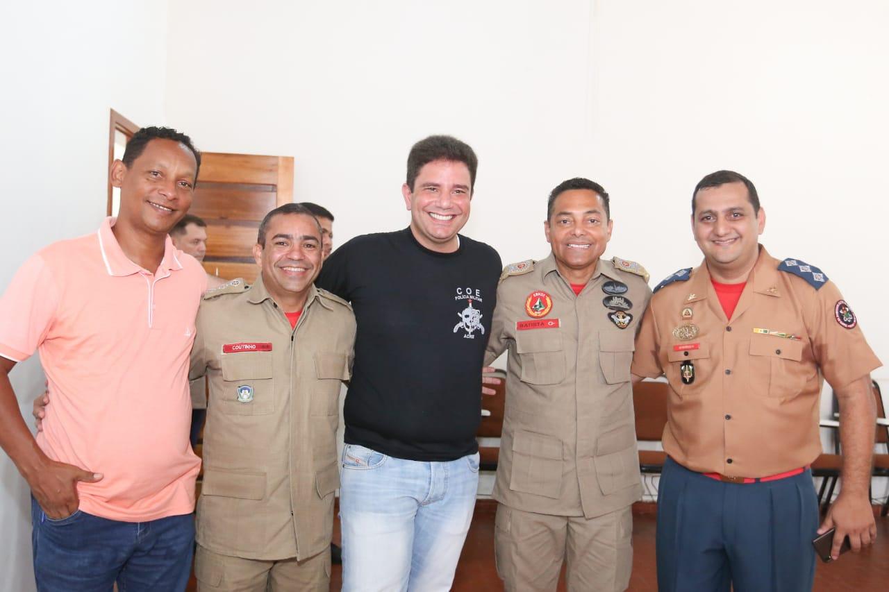Em café da manhã com bombeiros, governador garante melhores condições de trabalho para as forças de segurança