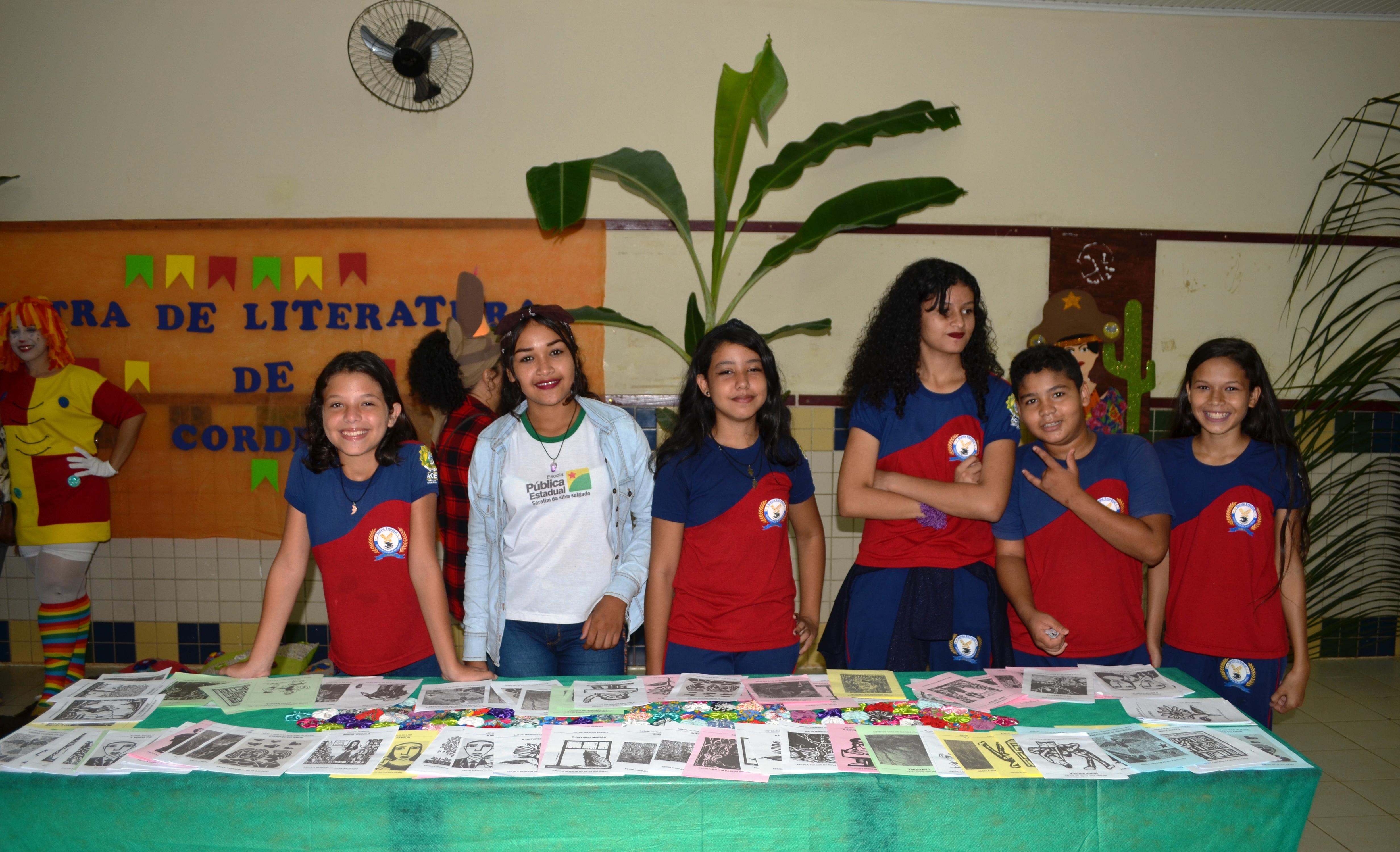 Escola Serafim da Silva Salgado promove feira literária