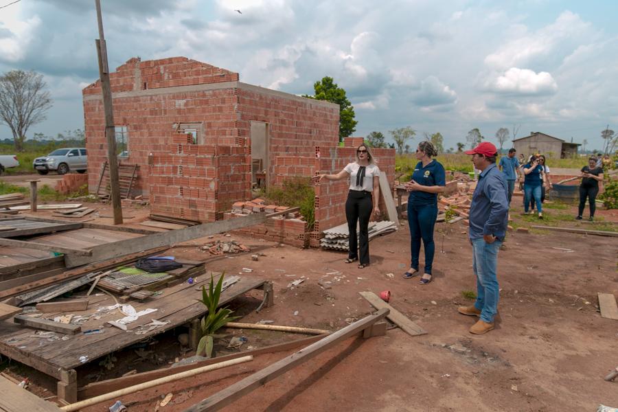 Secretaria de Assistência Social e Imac realizam visita a Capixaba após vendaval