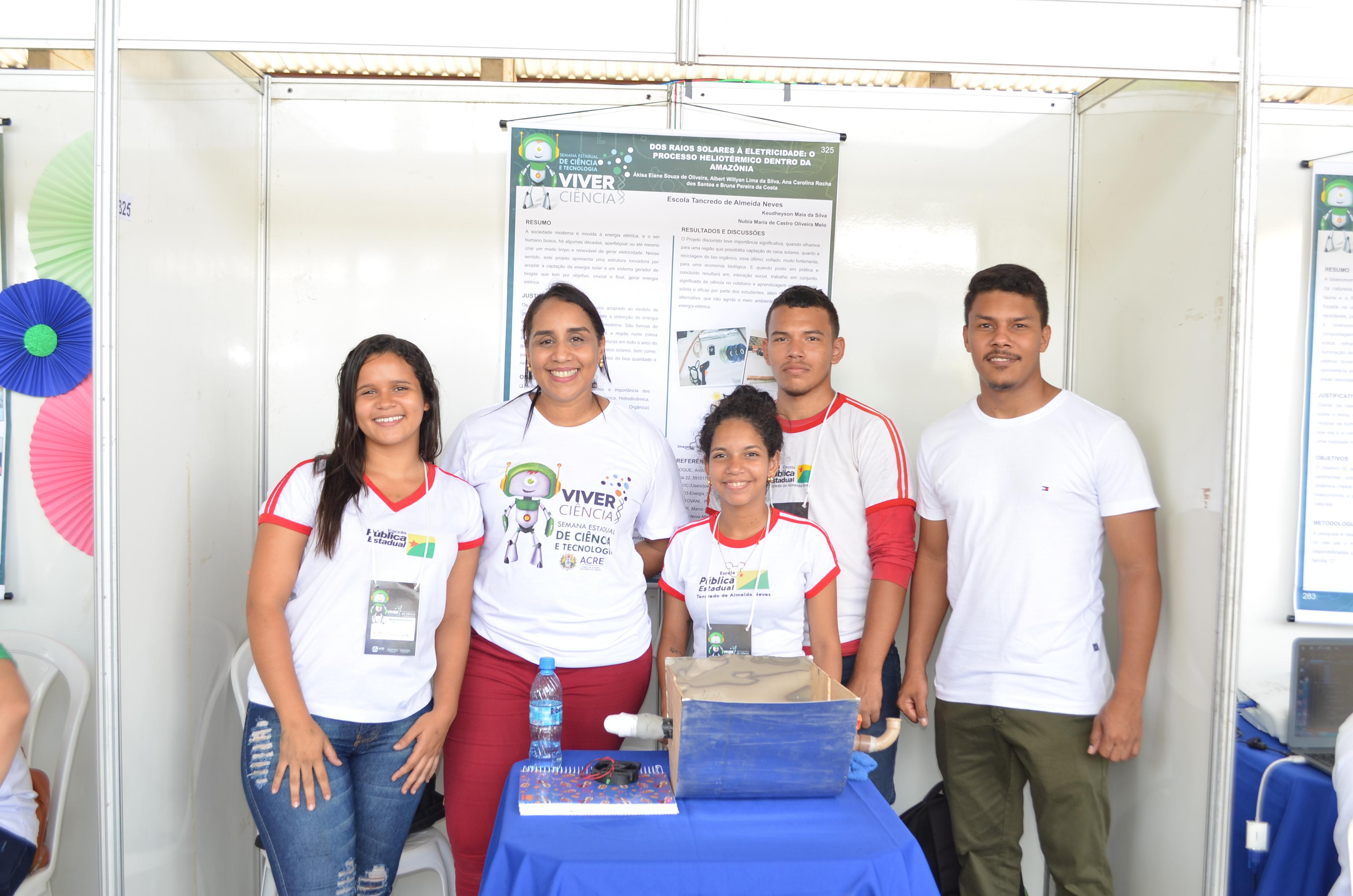 Alunos da Tancredo Neves apresentam trabalhos no Viver Ciência