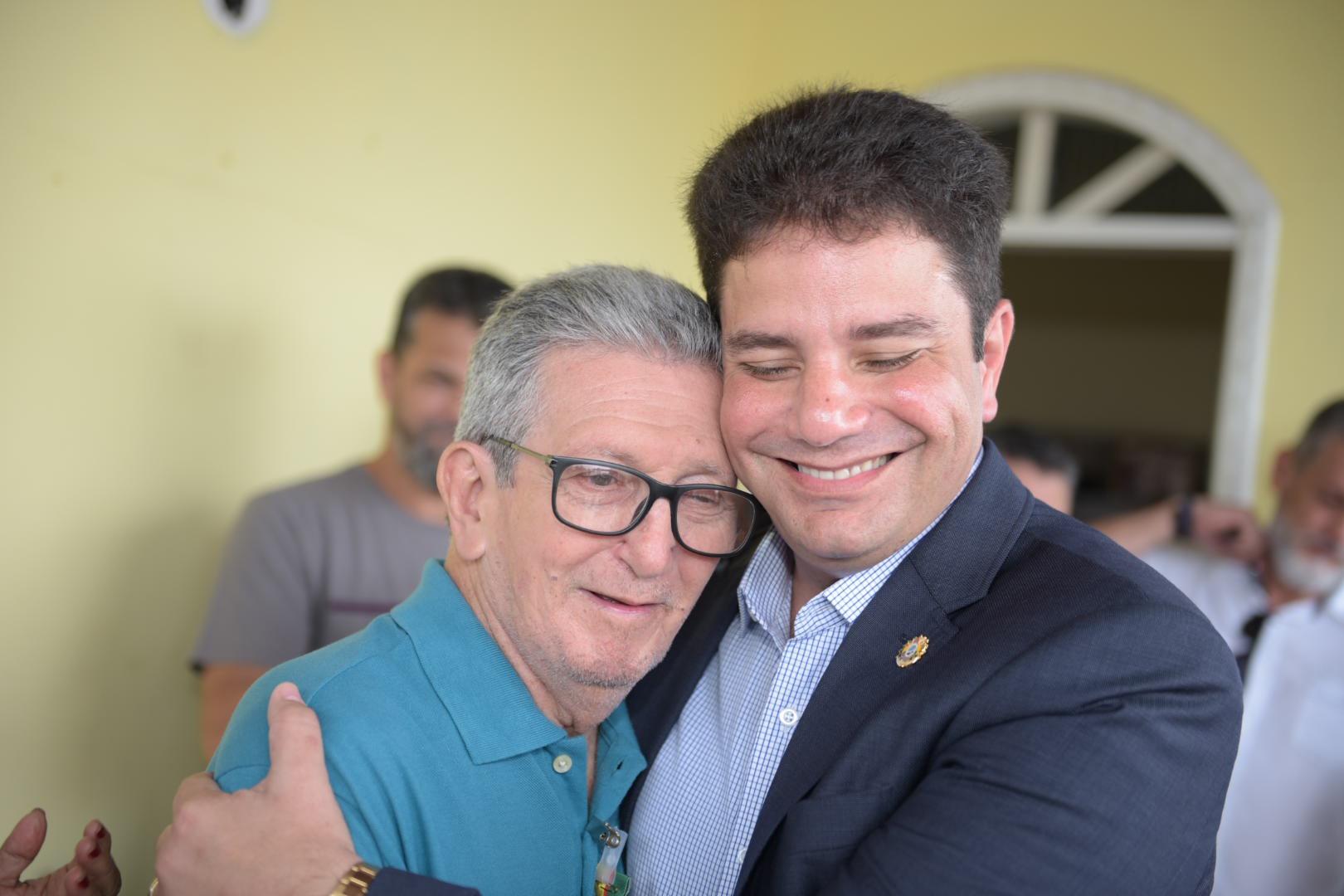 Ex-prefeito de 78 anos é homenageado com a Estrela do Acre por Gladson Cameli