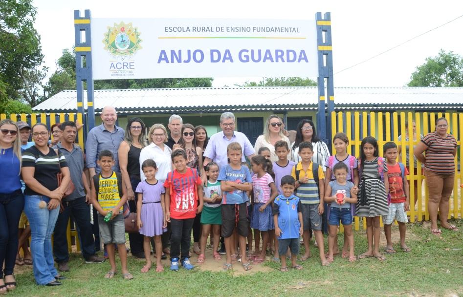 Educação entrega escola revitalizada à comunidade de Sena Madureira