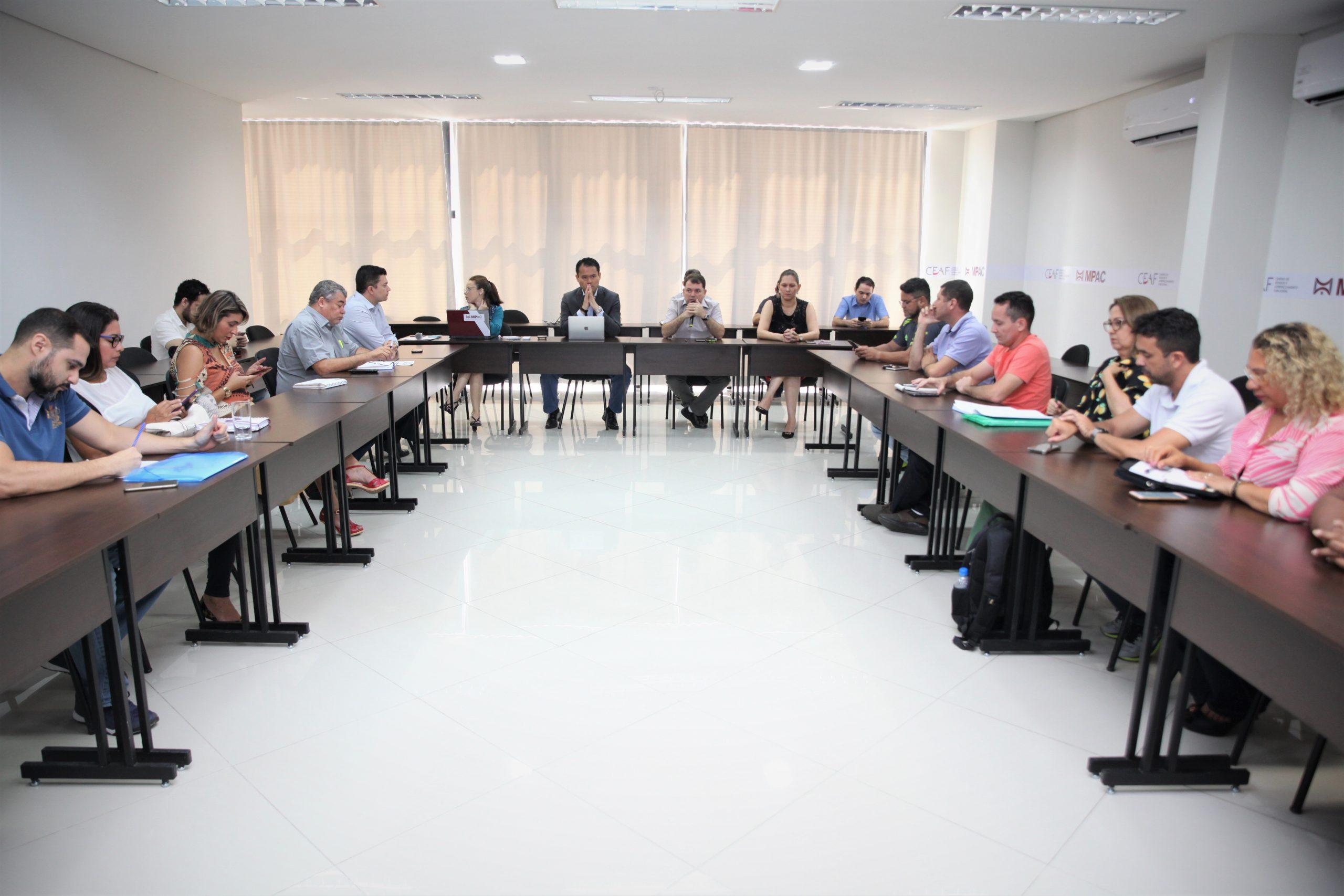 Saúde, sindicatos e MPAC discutem uso do ponto eletrônico nos hospitais e unidades do estado
