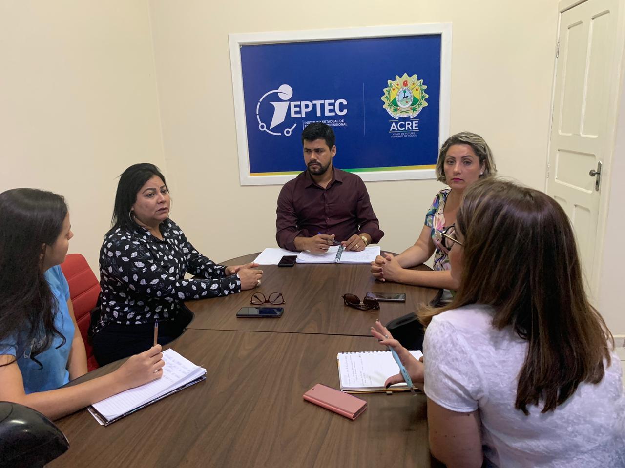 Estado busca parceria para inserir mulheres no empreendedorismo