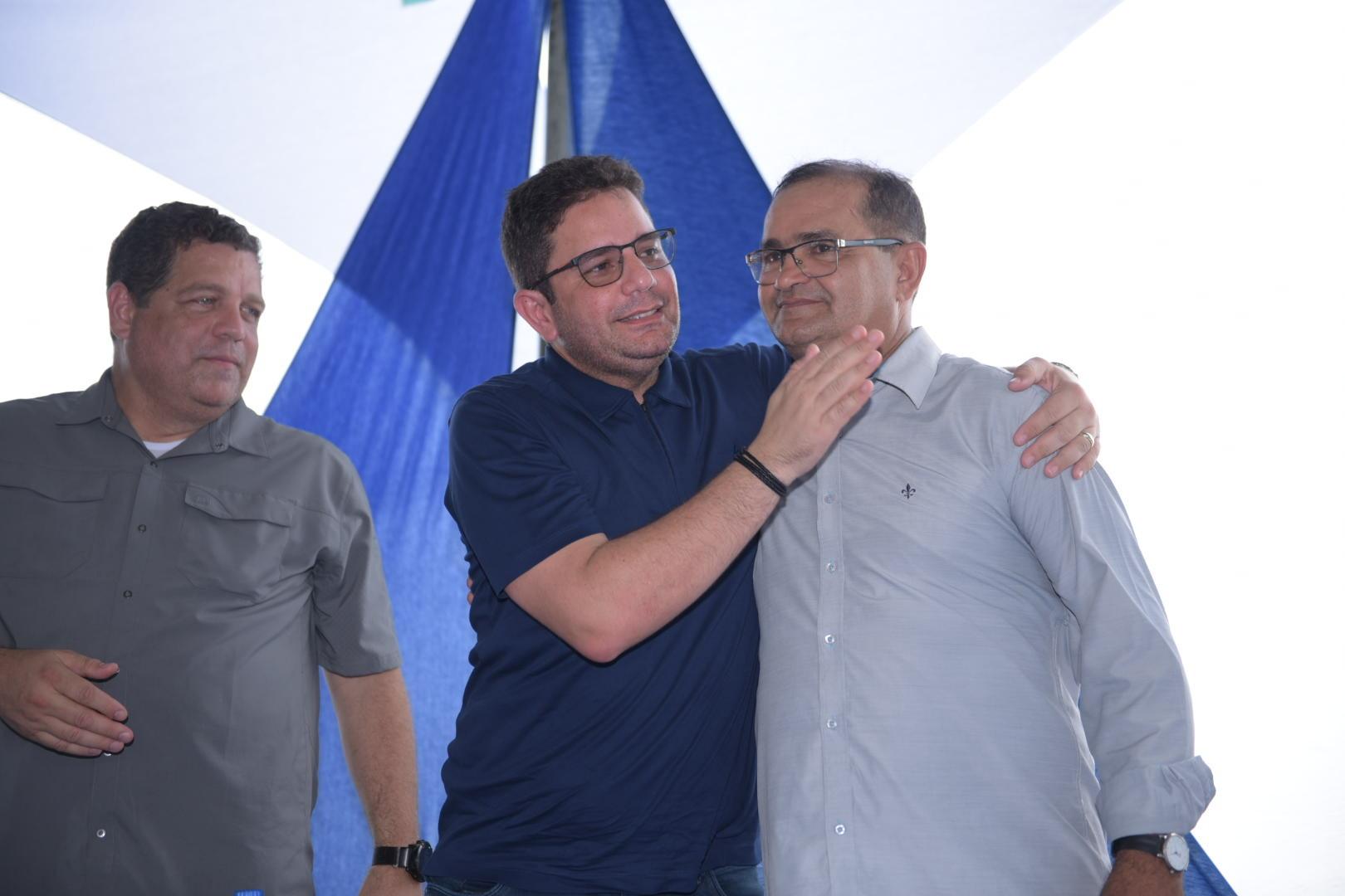 Gladson participa de entrega de ruas e equipamentos em Manoel Urbano
