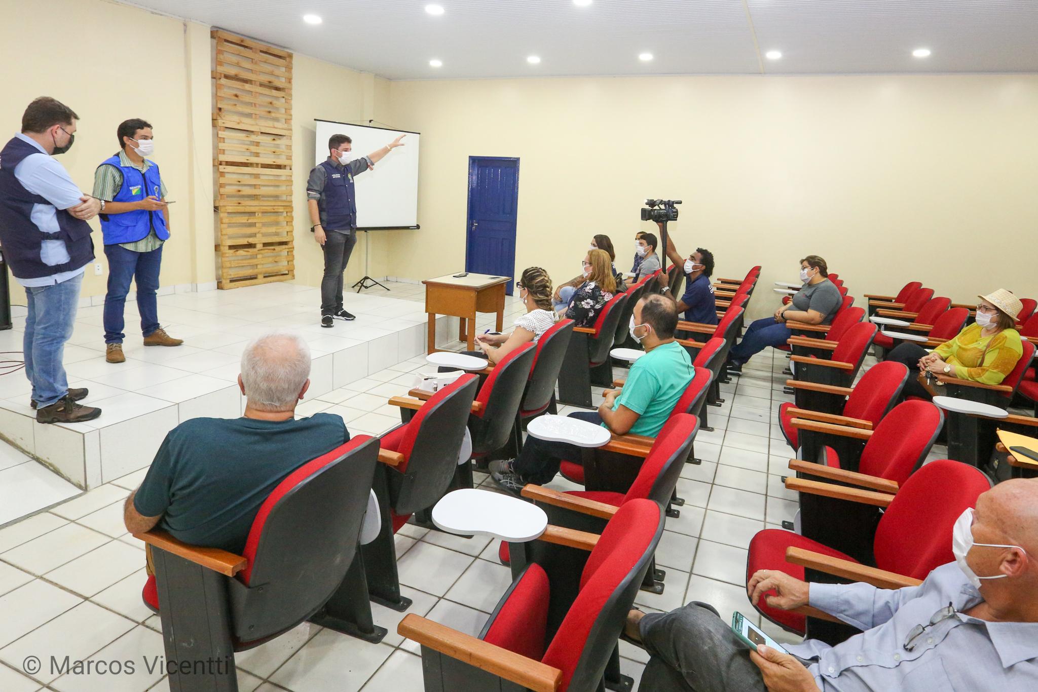 No Juruá, governador se reúne com profissionais de saúde e pede união para combater a Covid-19