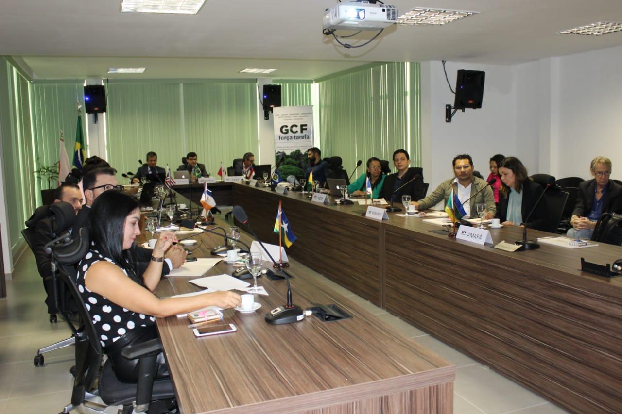 Meio Ambiente do Acre expõe modelo de gestão descentralizada no Fórum de Governadores