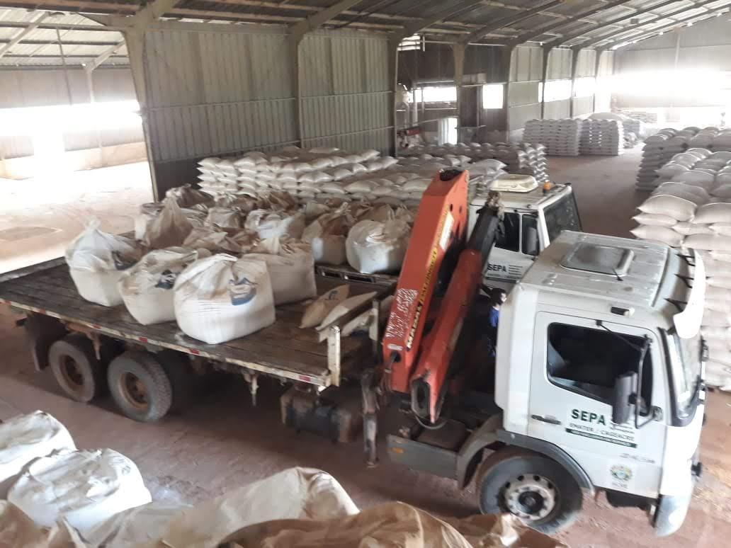 Governo distribui 450 toneladas de calcário para melhorar produtividade da pecuária em 16 municípios