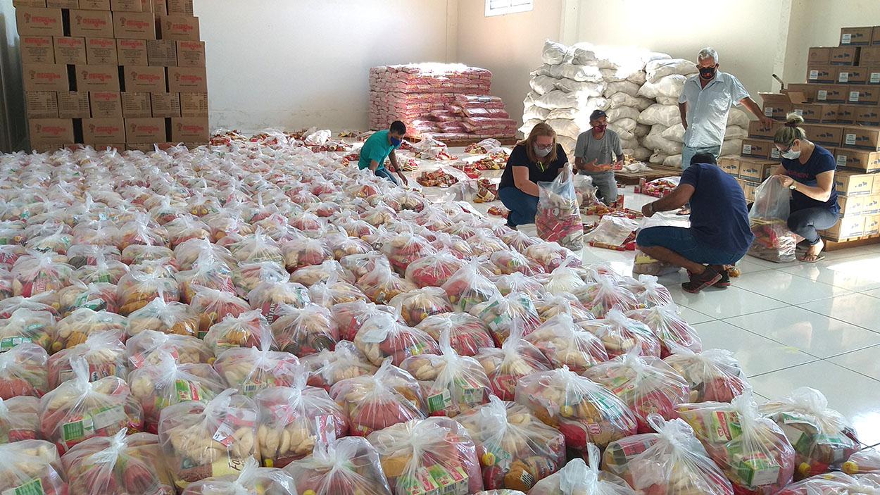 Governo distribui alimentos da merenda aos alunos da rede estadual