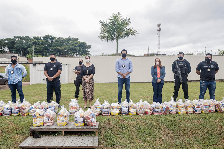 Gabinete da Primeira-Dama recebe doação de cestas básicas de policiais penais