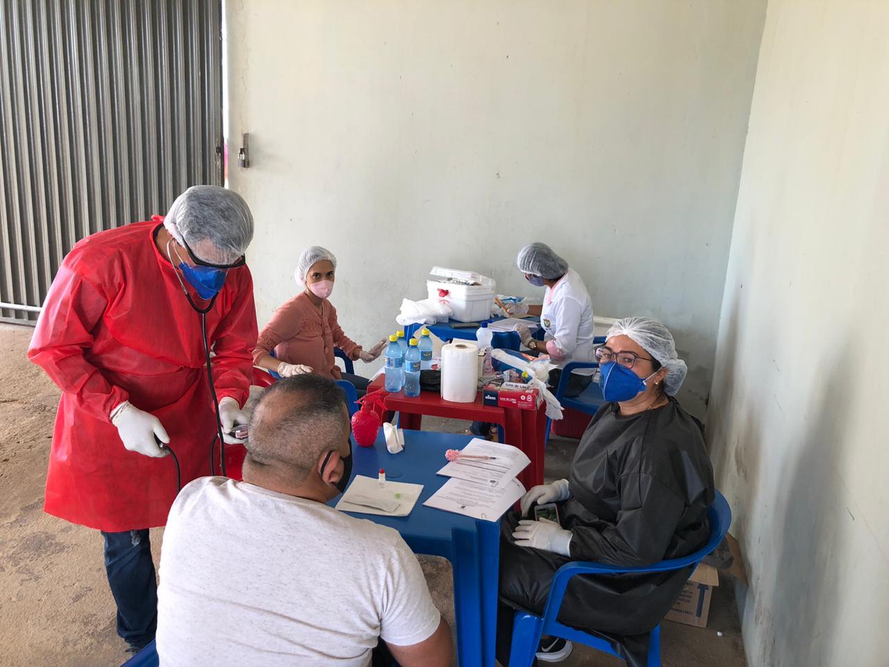 Profissionais do Centro Socioeducativo Juruá fazem teste rápido para coronavírus