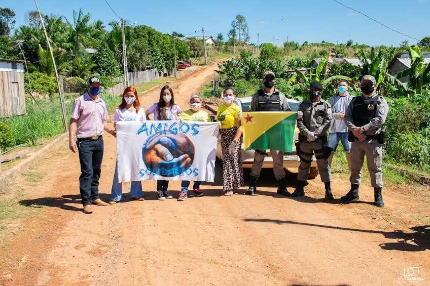 PM e projeto Amigos Solidários distribuem mais de 1,3 mil cestas básicas a famílias carentes
