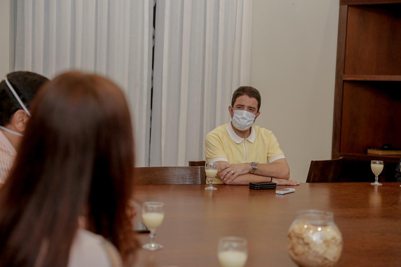 Gladson recebe relatório do Ministério Público sobre atendimento em hospitais públicos