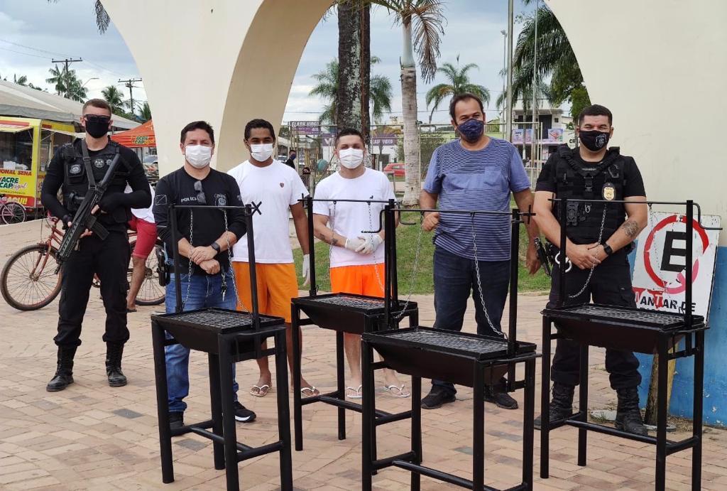 Detentos trabalham na produção de churrasqueiras no presídio de Sena Madureira