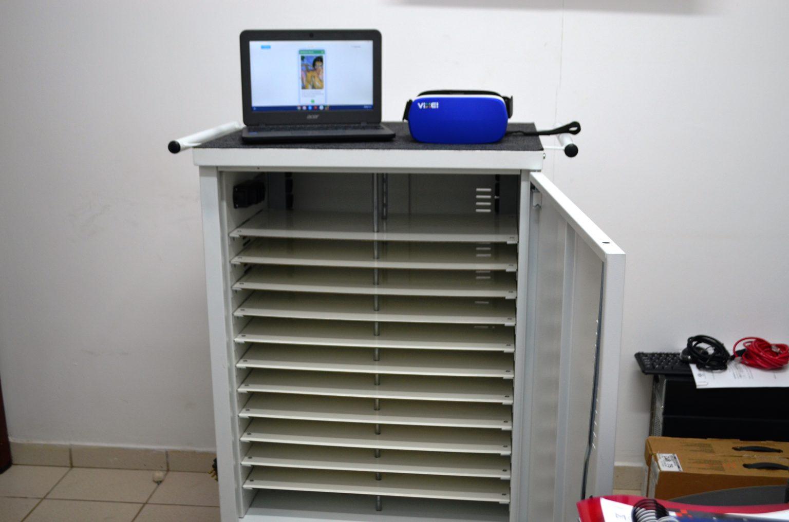 Carinho que acomoda e transporta os equipamentos de multimídia, chromebook e óculos de realidade virtual Foto: Clícia Araújo/Ascom SEE