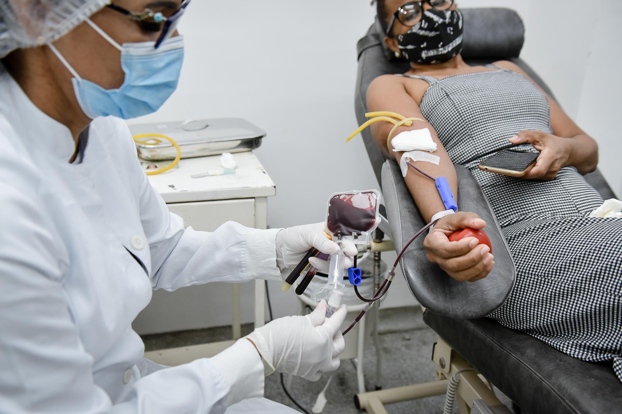 Hemoacre convoca recuperados da Covid-19 para doação de plasma a quem luta contra a doença
