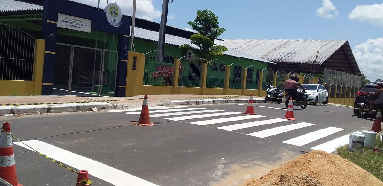 Detran revitaliza sinalização de trânsito em Cruzeiro do Sul