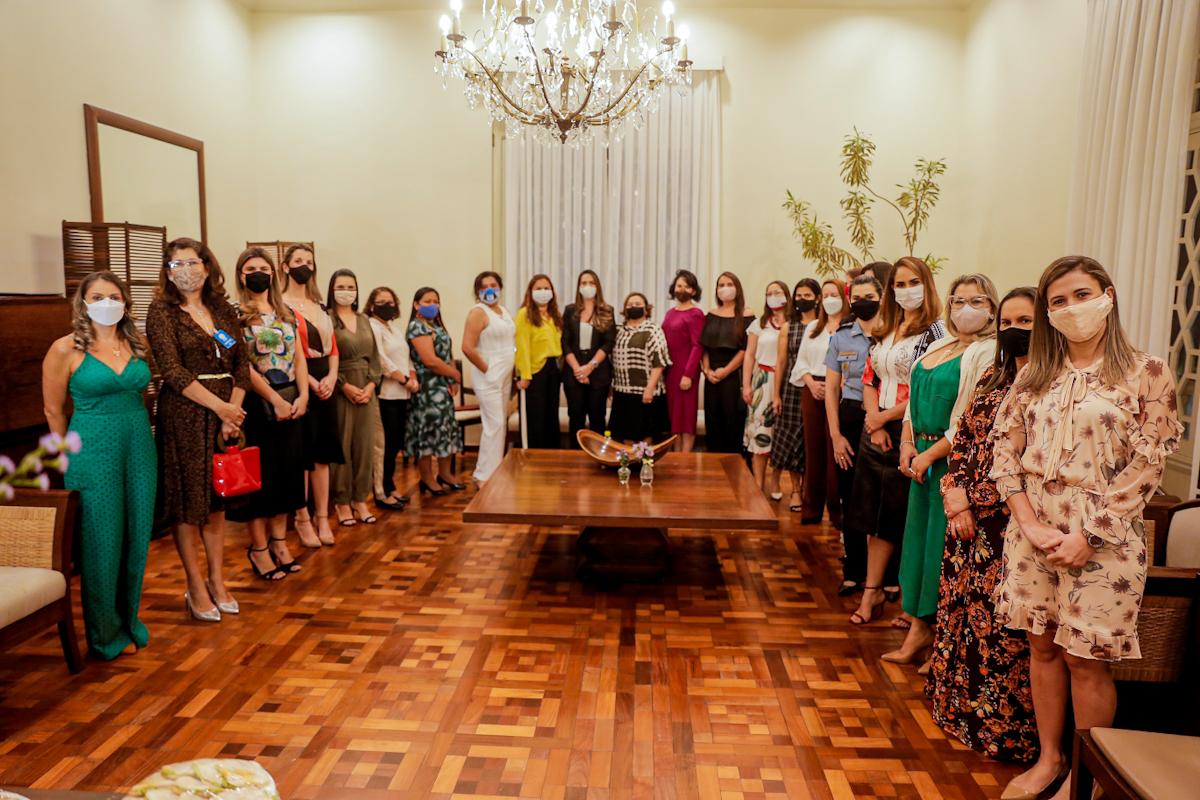 Em chá da tarde, mulheres representantes de instituições do estado celebram promulgação da lei Maria da Penha