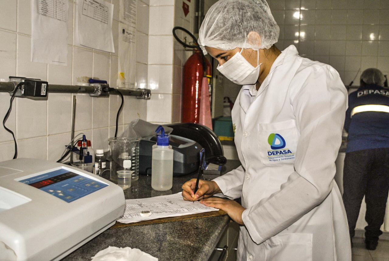 Com otimização de recursos e treinamento, Depasa alcança alto padrão na qualidade da água em Assis Brasil