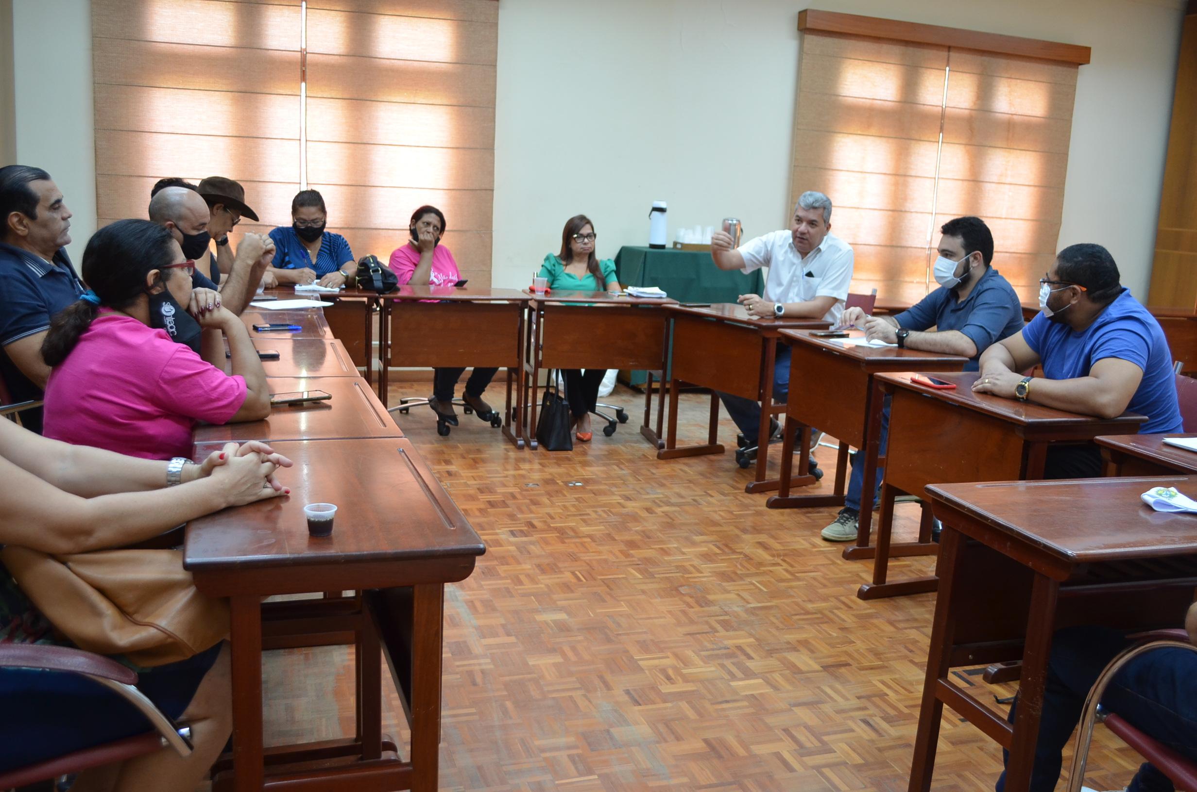 Educação do Estado dialoga com sindicatos sobre melhorias profissionais