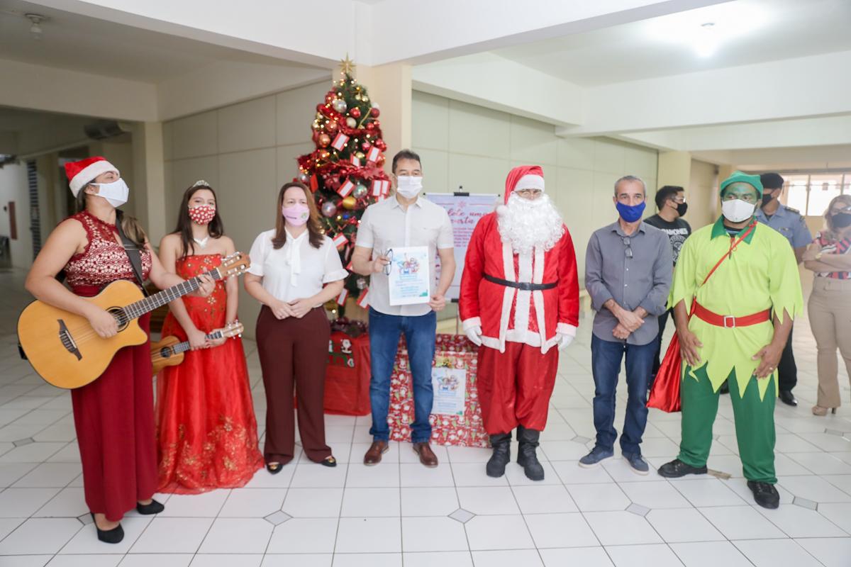 Servidores do Estado arrecadam brinquedos e alimentos para o Natal de famílias carentes