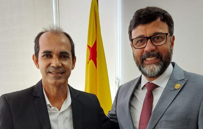Prefeito eleito de Cruzeiro do Sul visita representação do Estado em Brasília