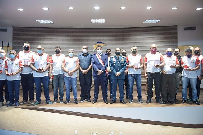 Bombeiros veteranos são homenageados com medalhas pelo governador Gladson Cameli