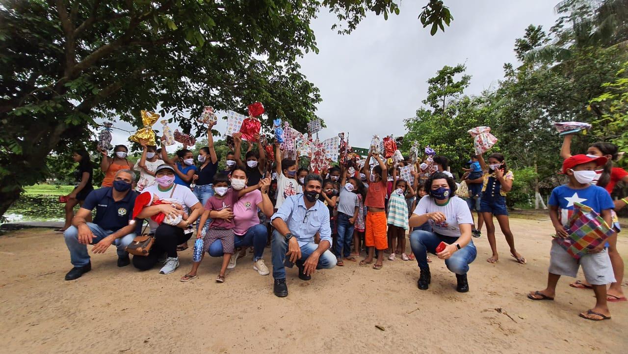 Governo do Estado entrega presentes de Natal a crianças ribeirinhas do Vale do Juruá