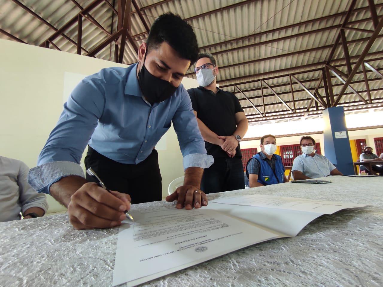 Governo assina ordem de serviço para ampliação da Escola Técnica em Saúde