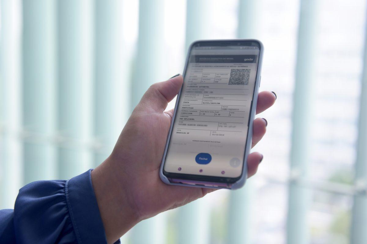 No site do Detran, usuários podem emitir documento de autorização para transferência de veículos