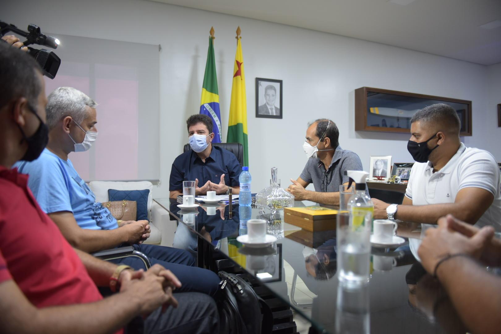 Vereadores de Cruzeiro do Sul apresentam pauta de reivindicações ao governador durante encontro em Rio Branco
