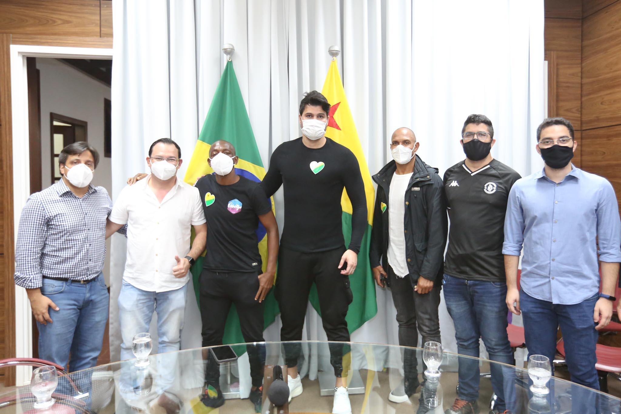 """""""Eu passei muita fome e agora posso ajudar as pessoas com essas ações"""", diz Amaral ao falar sobre o Futebol Solidário"""