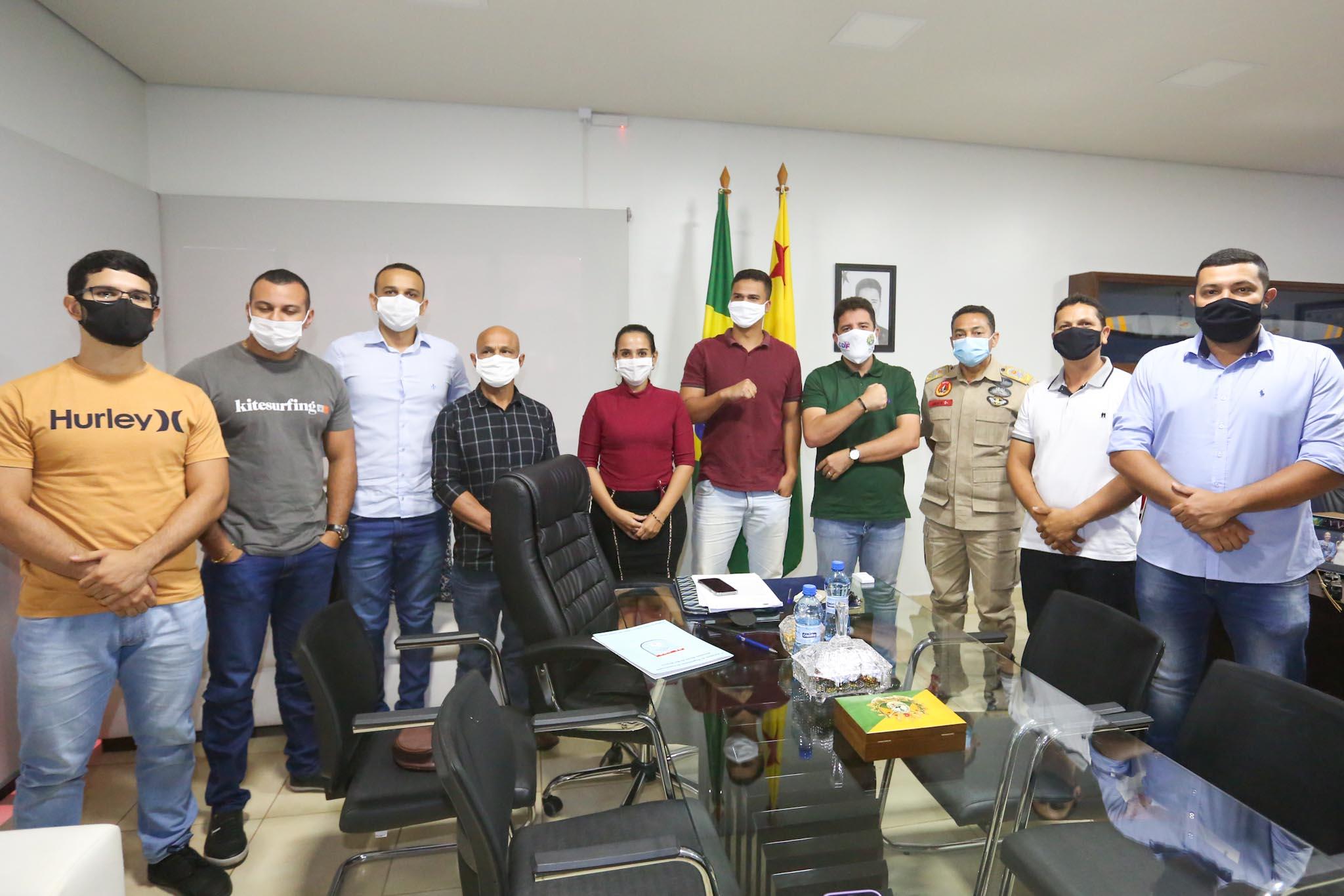 Gladson Cameli recebe representantes dos cadastros de reserva das Polícias Civil e Militar para encaminhamentos