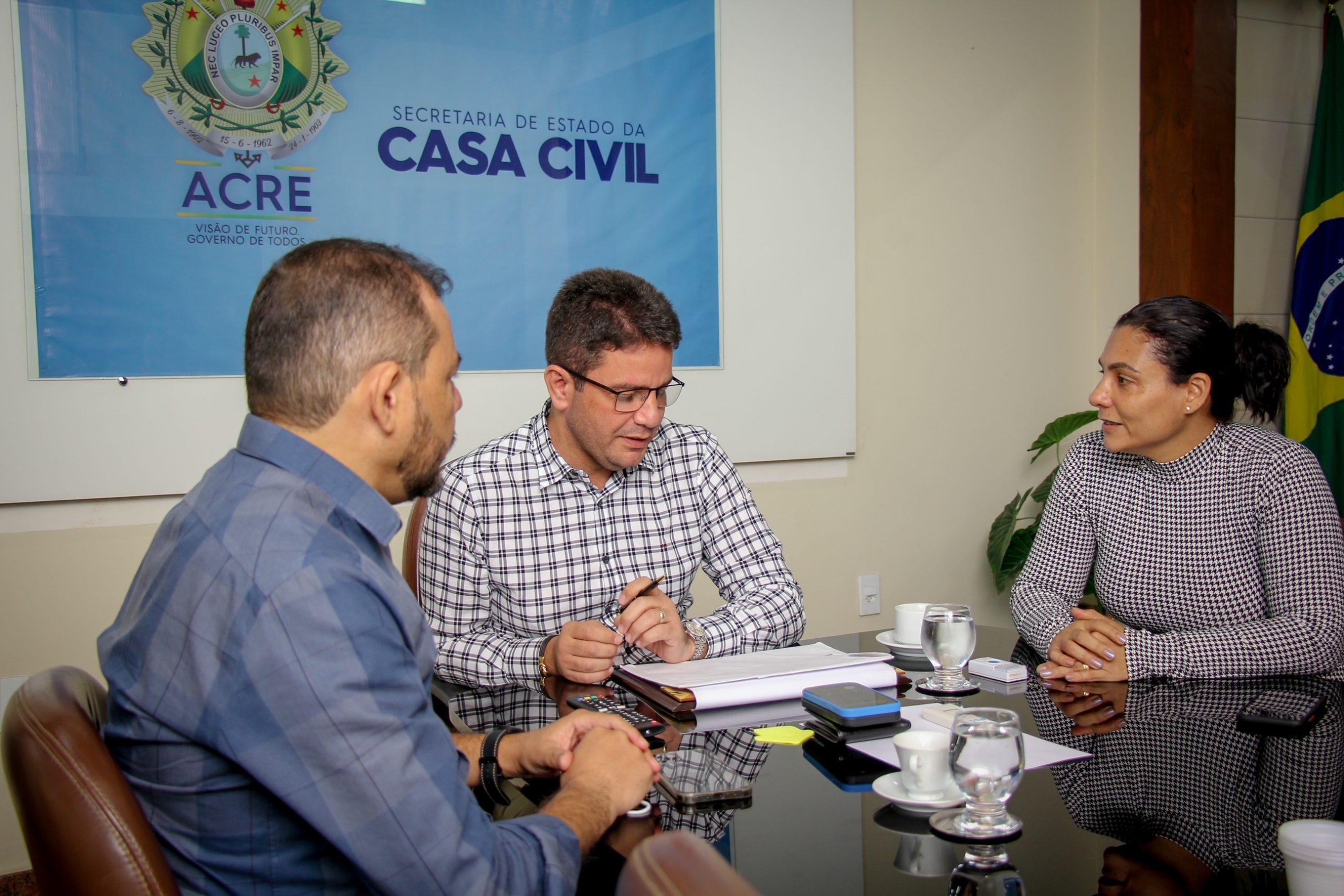 Gladson Cameli reafirma parcerias do Estado com prefeituras de Porto Acre e Senador Guiomard