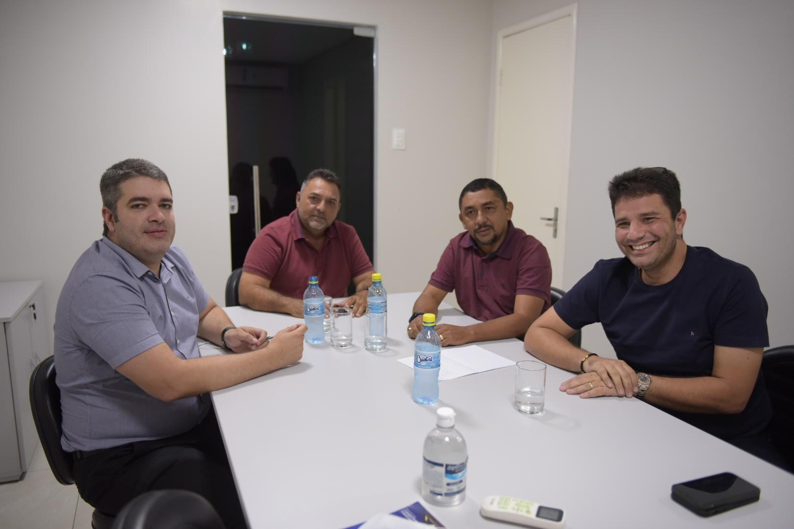 Cameli recebe prefeitos e garante apoio do Estado a municípios do Juruá