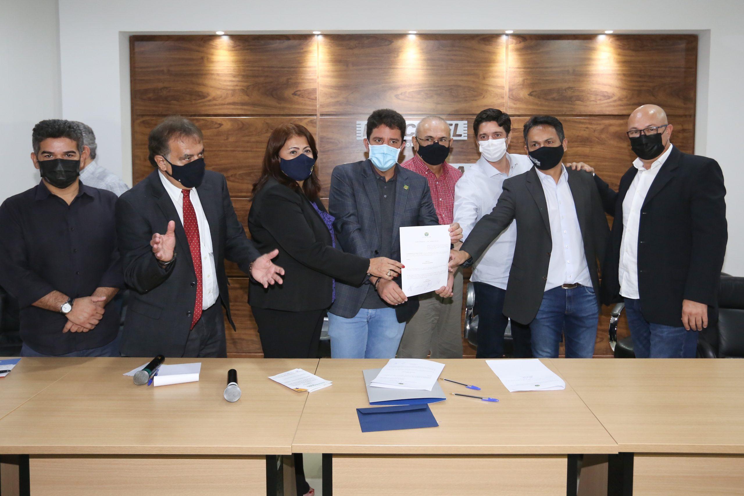 Gladson Cameli sanciona lei para facilitar a inclusão de micro e pequenas empresas nas licitações da construção civil