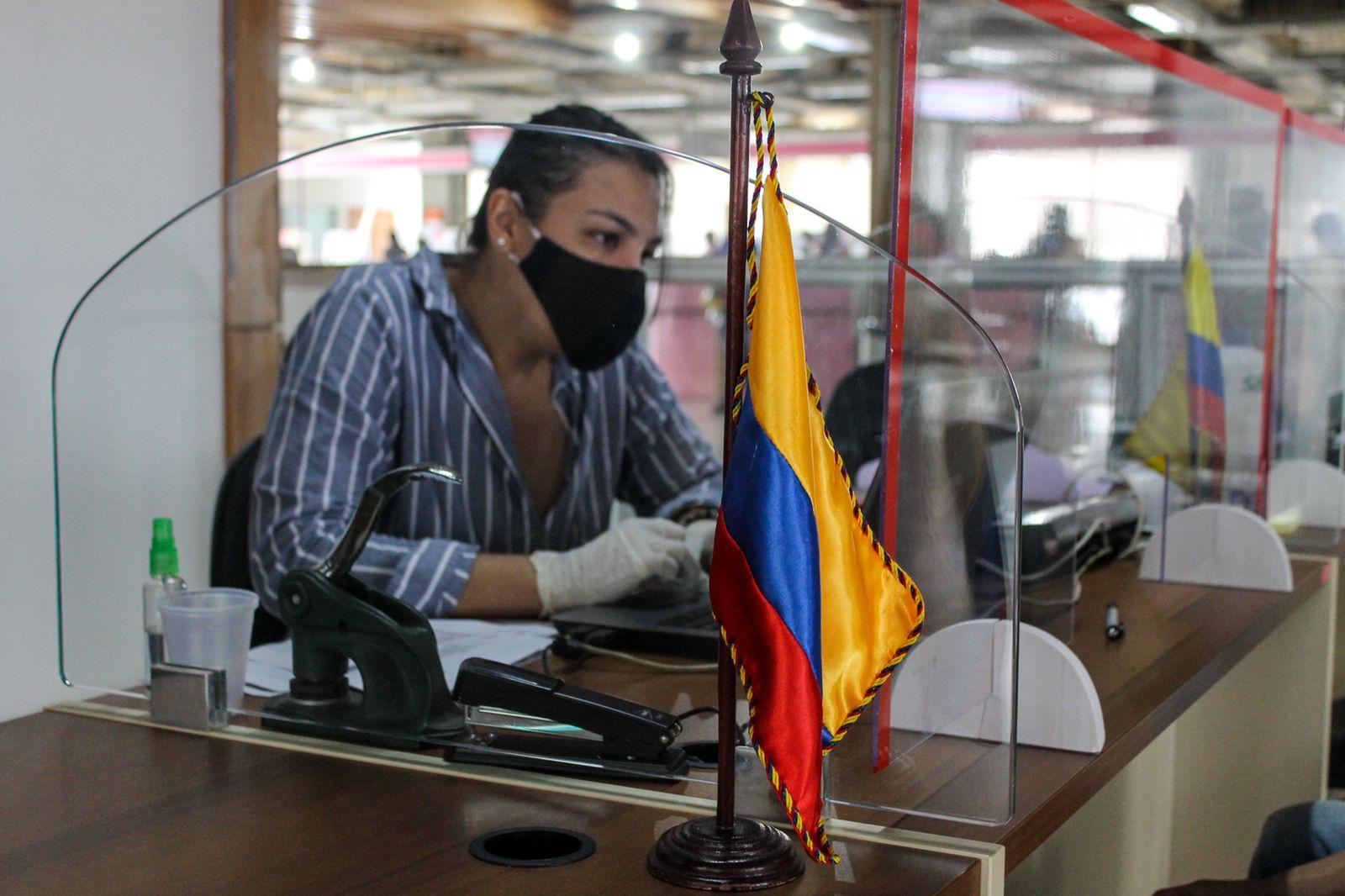 OCA Rio Branco firma parceria com Consulado da Colômbia para oferecer serviços migratórios