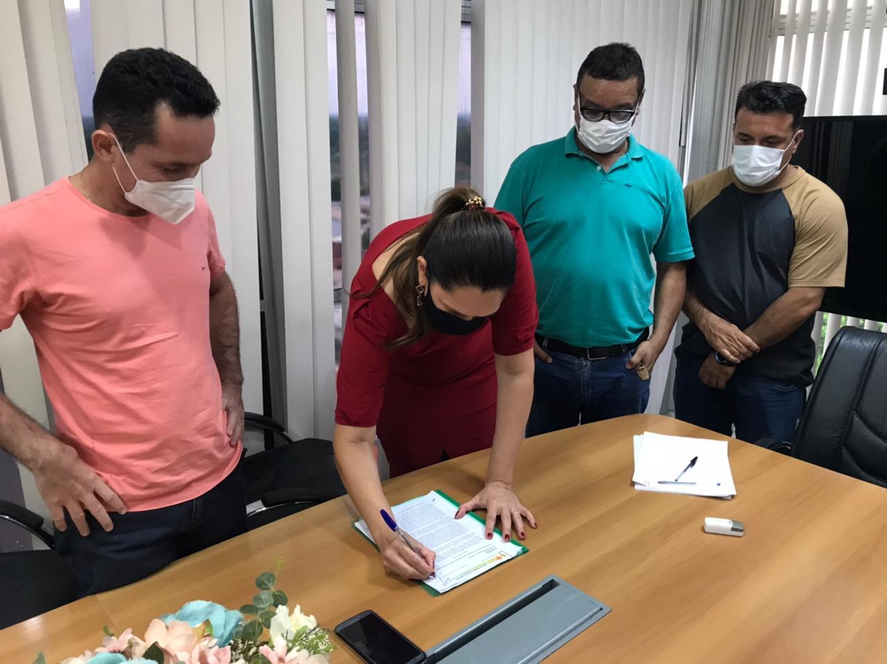 Estado assina minuta de reformulação do PCCR dos servidores da Saúde