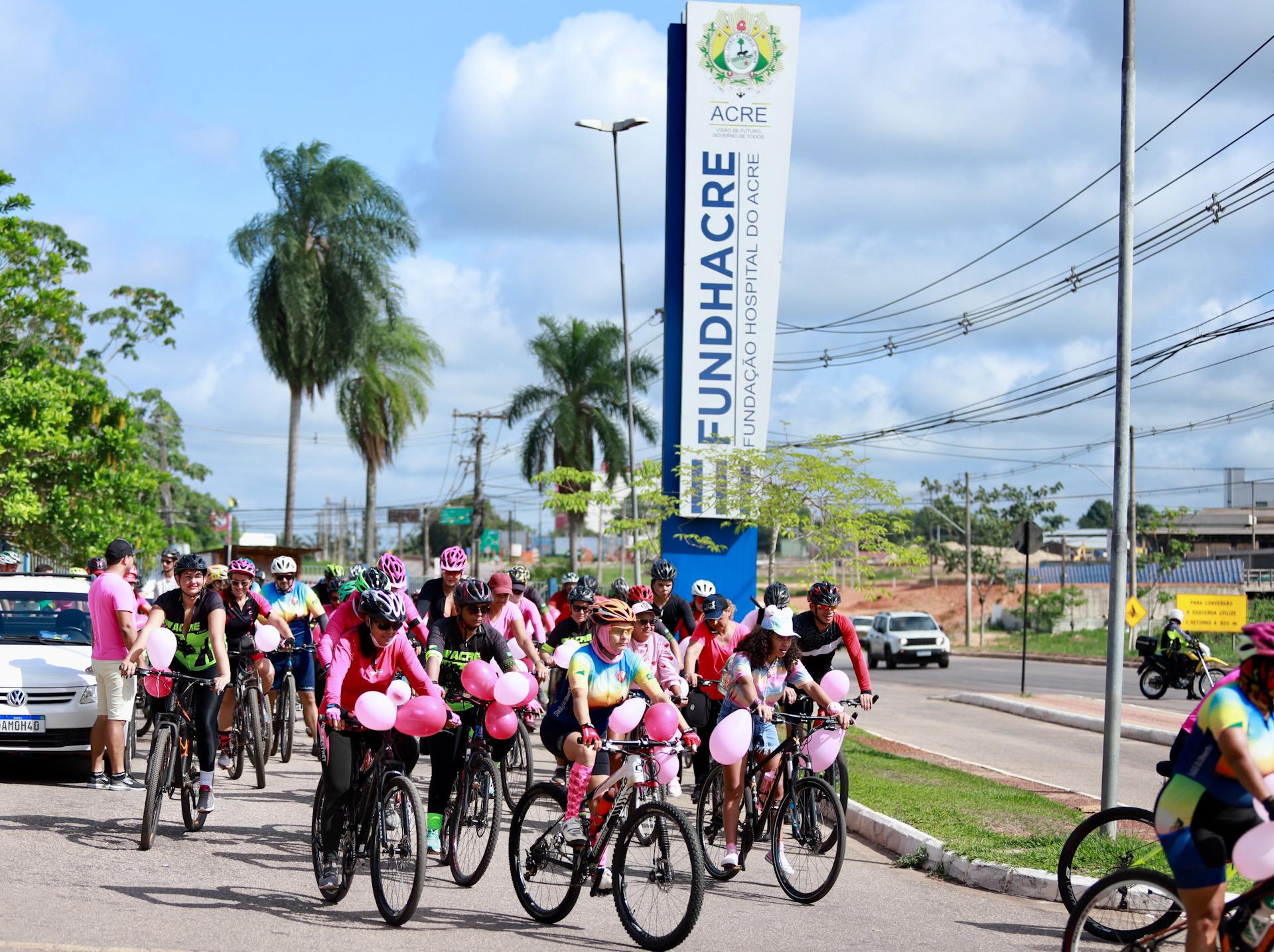 Fundhacre realiza cicleata em alusão ao Outubro Rosa